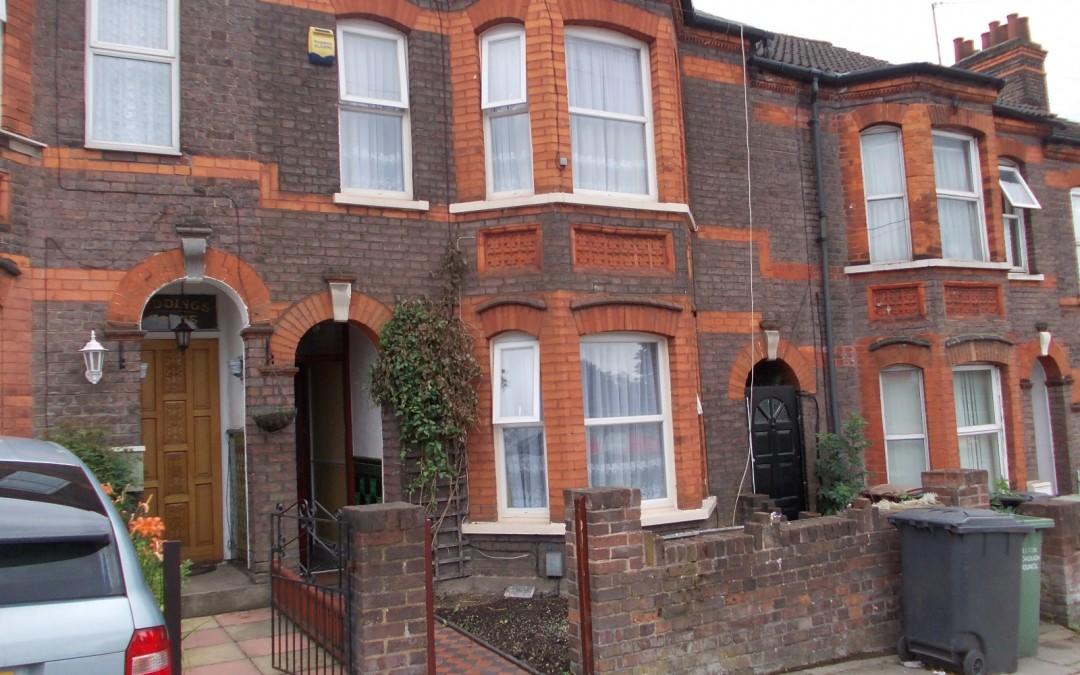 Spacious 4 bedroom house on Crawley Green Road, Luton to rent at only £1,600pm