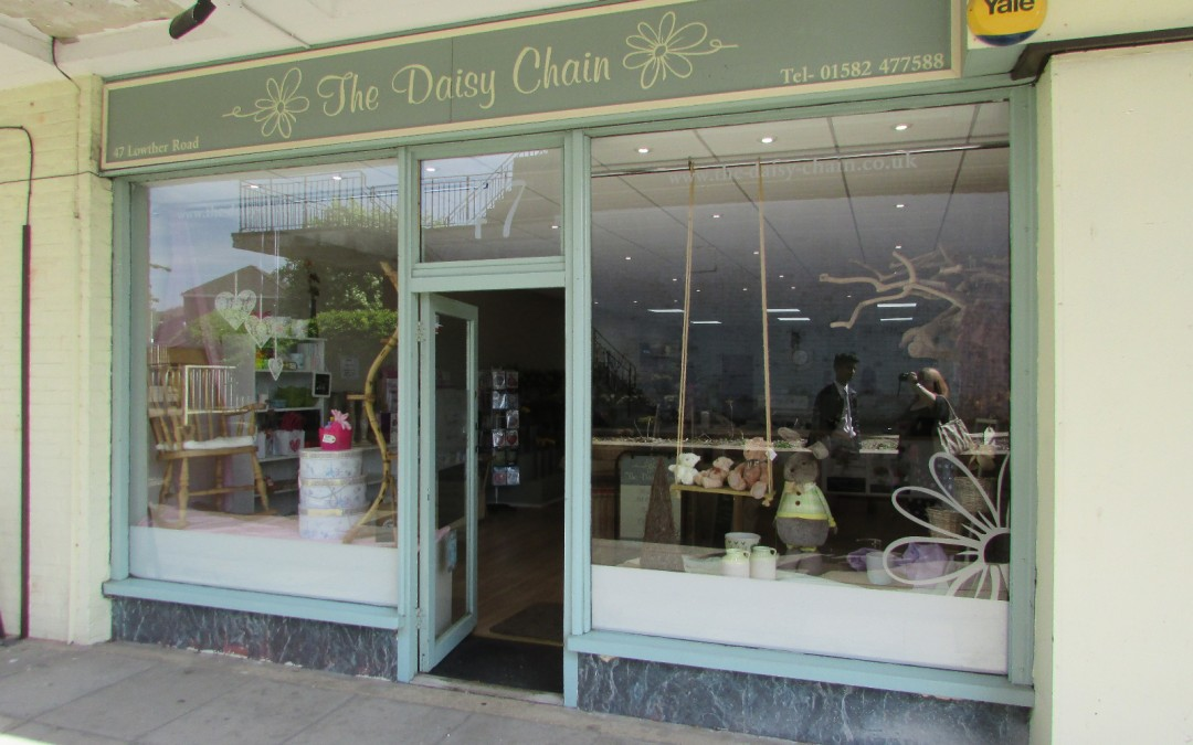 Adorable shop for rent in Dunstable
