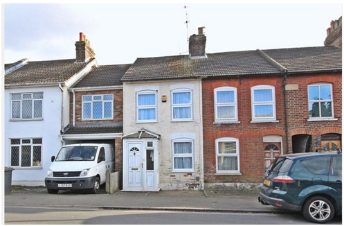 Spacious mid-terraced house to buy for £249,995